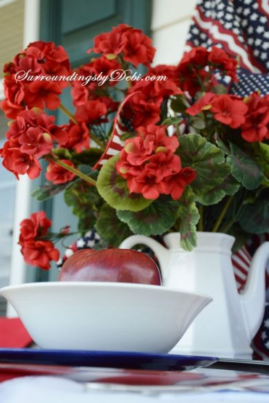 Patriotic-Table-with-Gerani