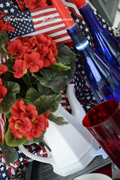 Patriotic-Table-with-White-