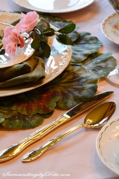 Rose-Tablescape---Gold-Flat
