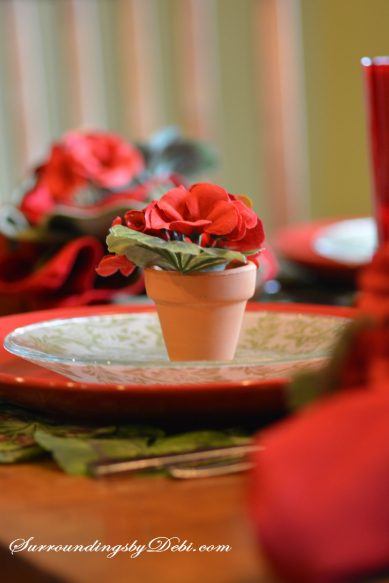 Red-Geranium-Tablescape-Min