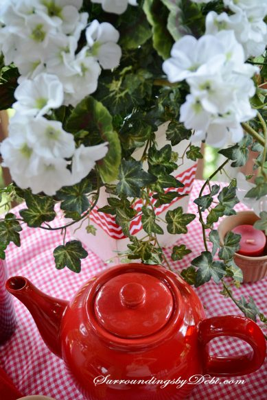 Tablescape-Teapot