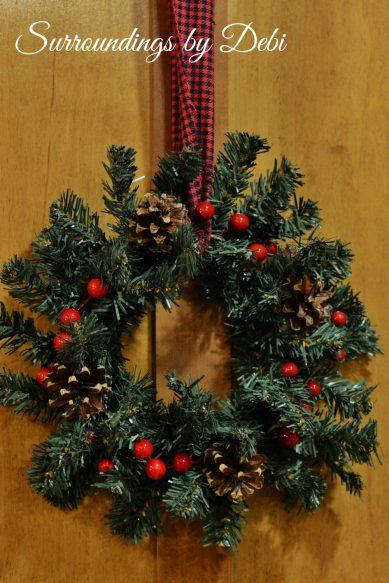 Single Christmas Accent Wreath on Door